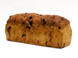 Rozijnenbrood met spijs half